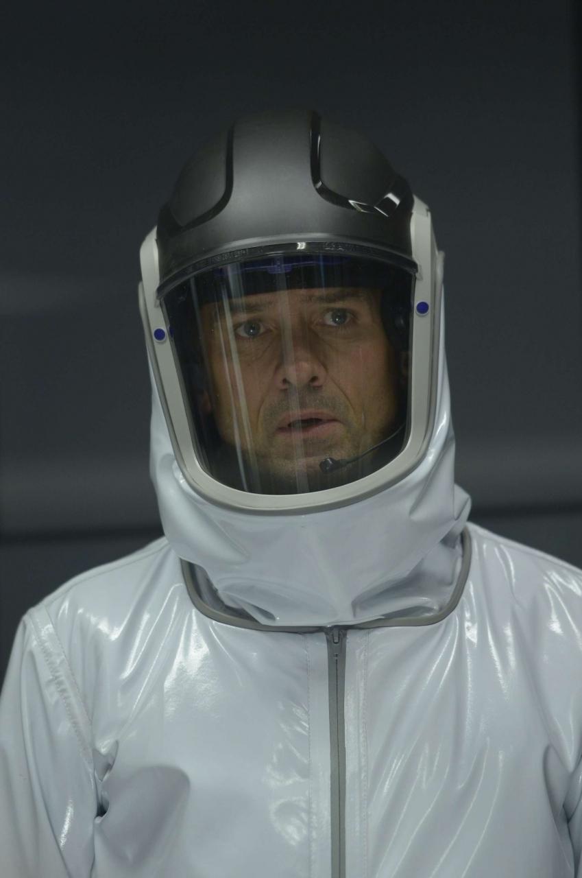 Helix: Billy Campbell in una scena del primo episodio della serie