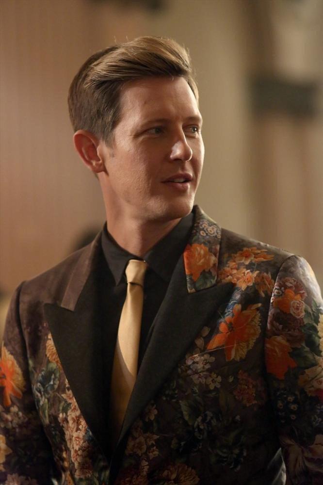 Revenge: Gabriel Mann in un momento dell'episodio Addiction, della terza stagione