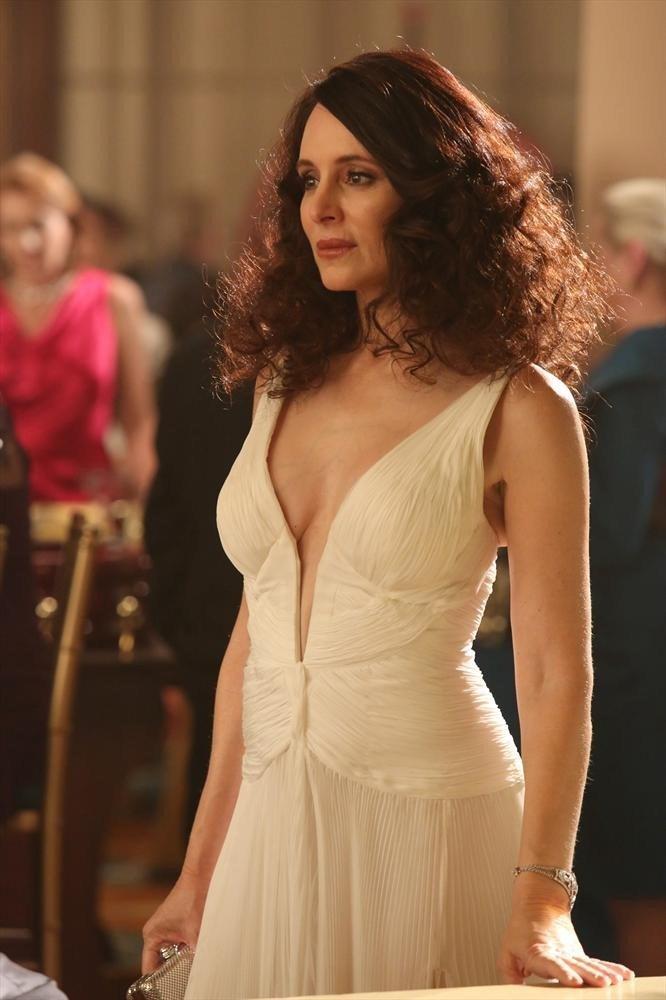 Revenge: Madeleine Stowe in una scena dell'episodio Addiction, della terza stagione