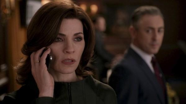 The Good Wife: Julianna Margulies e Alan Cumming in una scena dell'episodio The Last Call