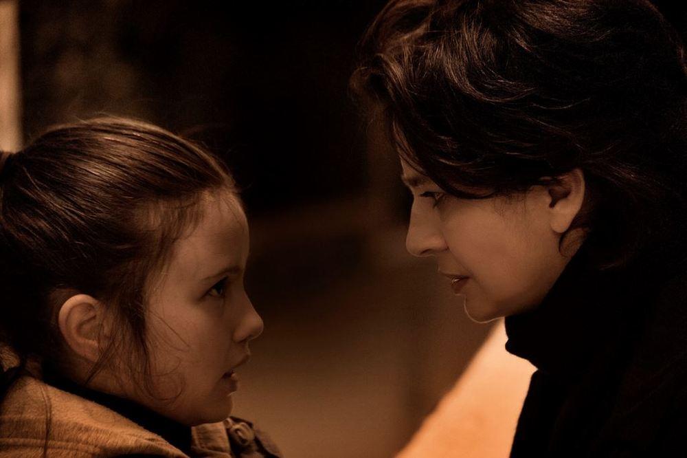 Nessuno mi pettina bene come il vento: Laura Morante insieme ad Andreea Denisa Savin in una scena del film