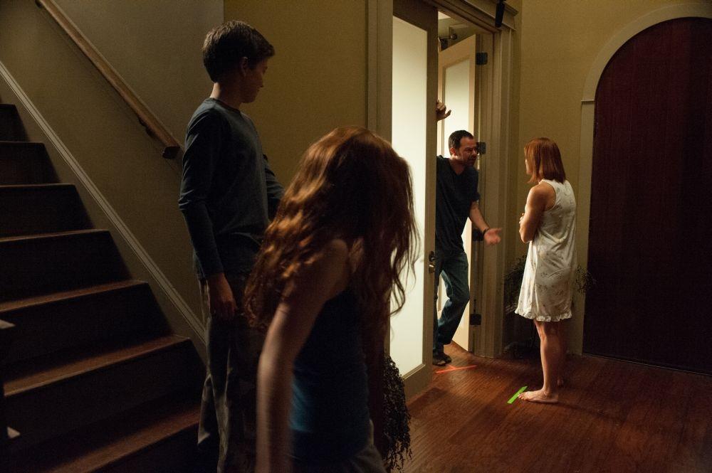 Oculus: Rory Cochrane stringe Katee Sackhoff in una scena familiare