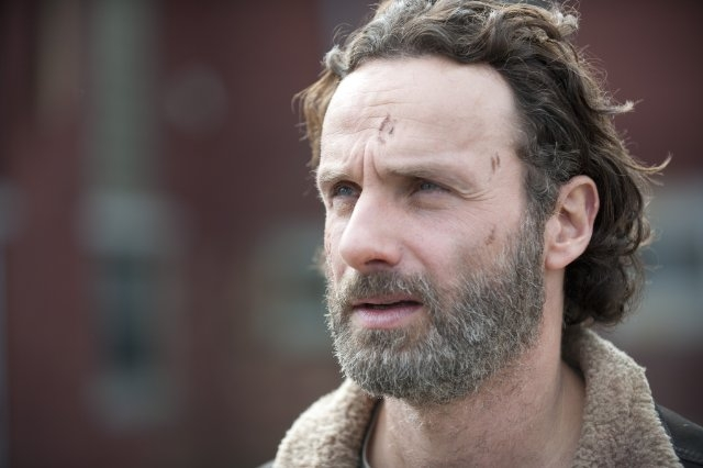 The Walking Dead: un primo piano di Andrew Lincoln nell'episodio A