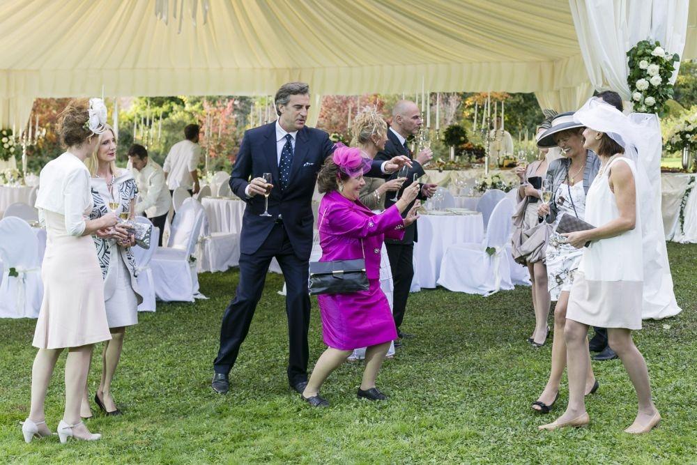 Un matrimonio da favola: Max Tortora durante la festa di matrimonio balla con Roberta Fiorentini