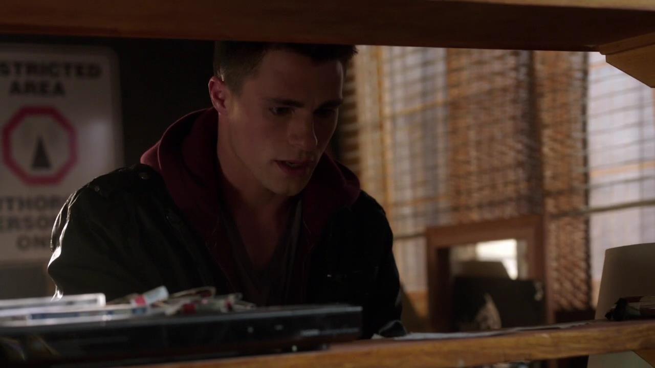 Arrow: Colton Haynes nell'episodio Il buio sulla città, della prima stagione