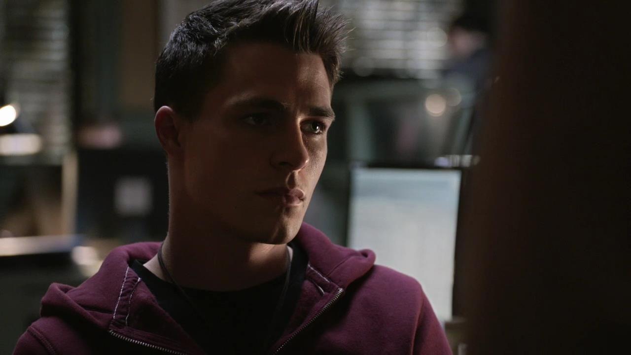 Arrow: Colton Haynes nell'episodio Intrusione, della prima stagione