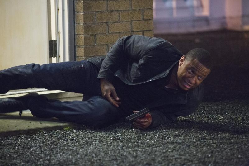 Arrow: David Ramsey in una scena dell'episodio Sacrificio, finale della prima stagione