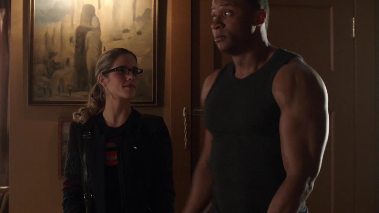 Arrow: Emily Bett Rickards e David Ramsey in una scena dell'episodio Doppio gioco