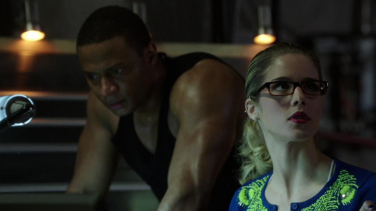 Arrow: Emily Bett Rickards e David Ramsey nell'episodio Intrusione, della prima stagione