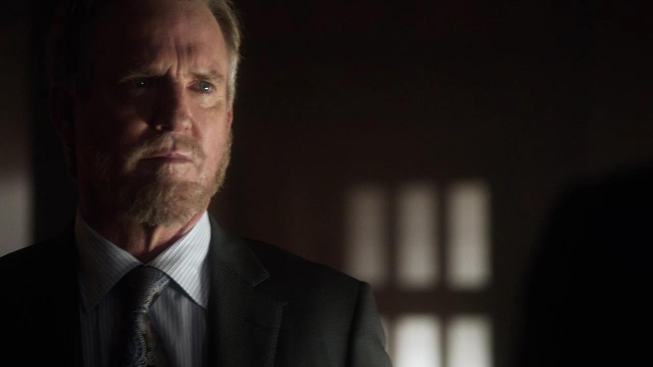 Arrow: Jamey Sheridan in una scena dell'episodio Doppio gioco, della prima stagione
