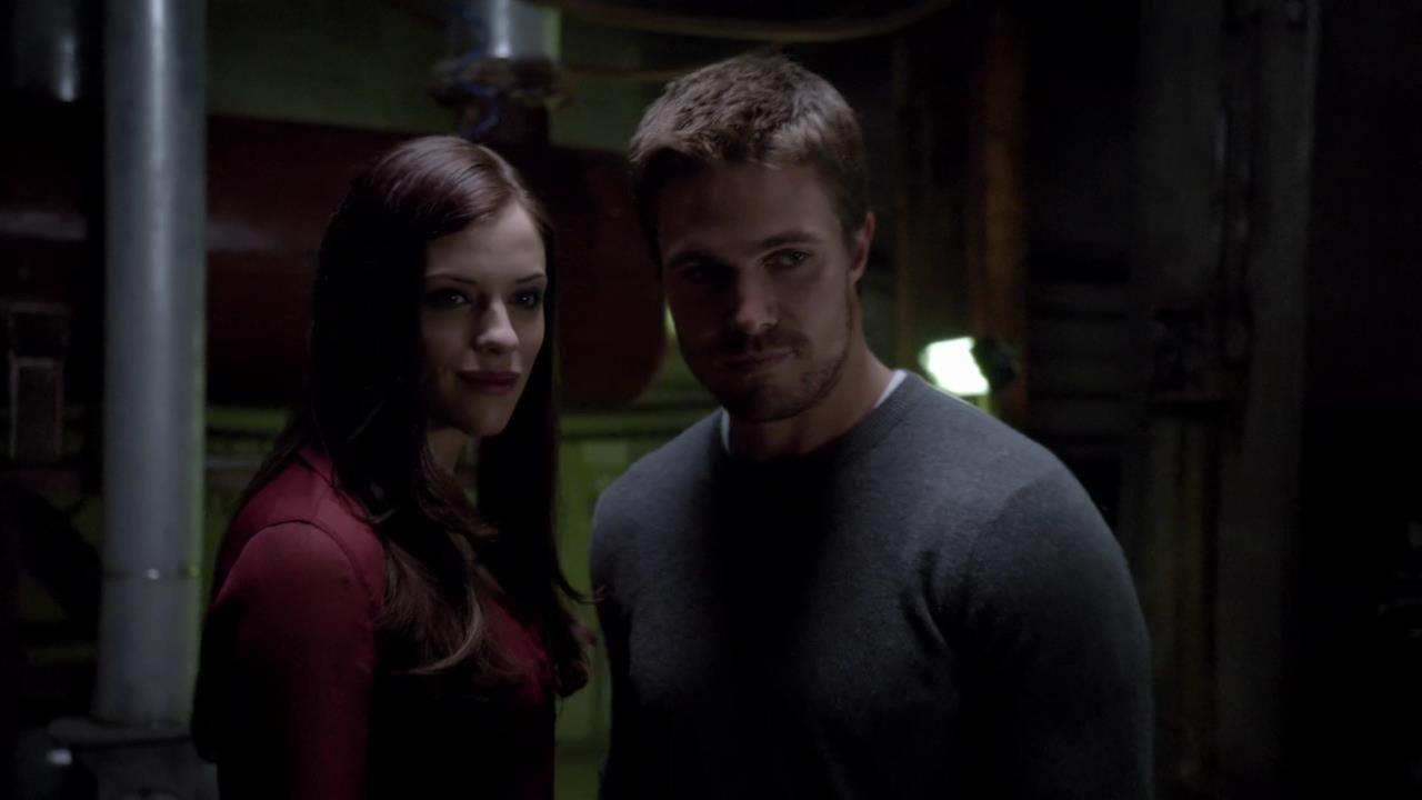 Arrow: Jessica De Gouw con Stephen Amell nell'episodio Vendetta