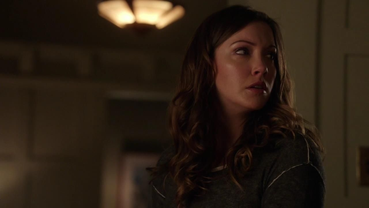 Arrow: Katie Cassidy nell'episodio Intrusione, della prima stagione