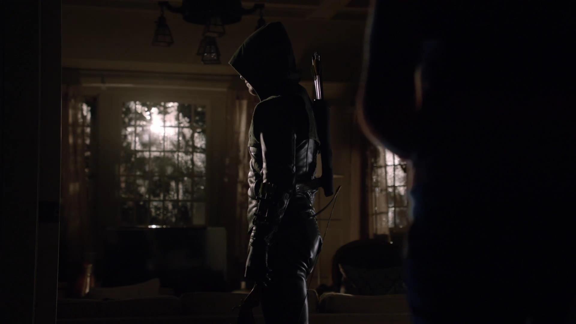 Arrow: Stephen Amell in una scena dell'episodio Bruciato