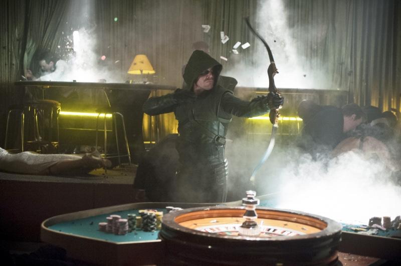 Arrow: Stephen Amell in una scena dell'episodio Doppio gioco, della prima stagione