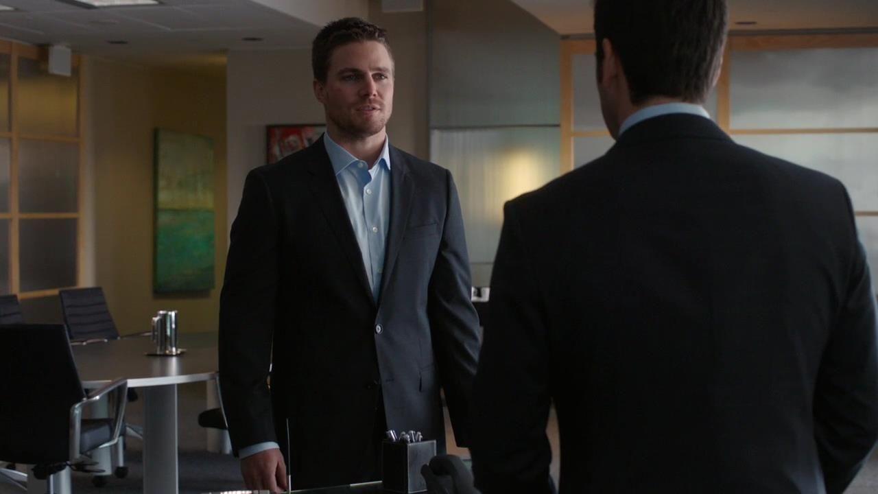 Arrow: Stephen Amell nell'episodio Il buio sulla città, della prima stagione
