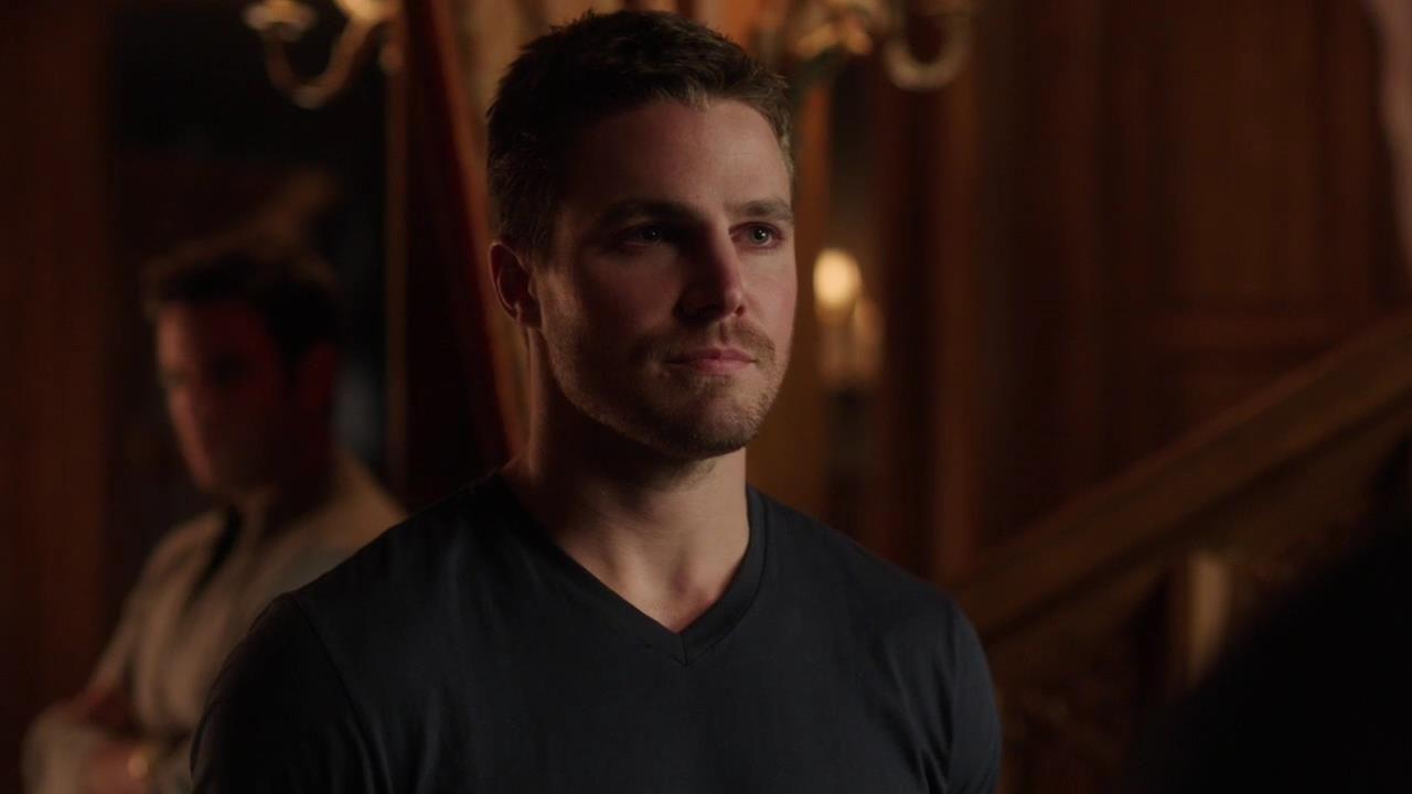 Arrow: Stephen Amell nell'episodio Intrusione, della prima stagione