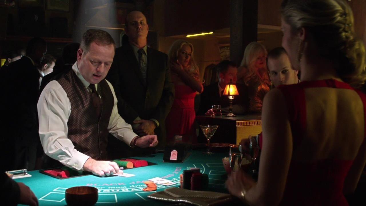 Arrow: una scena dell'episodio Doppio gioco, della prima stagione