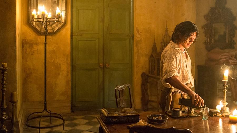 Black Sails: Luke Arnold in una scena del settimo episodio della prima stagione
