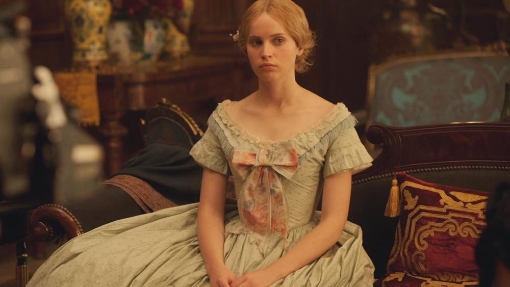 Felicity Jones èNelly Ternan, amante di Charles Dickens, in The Invisible Woman