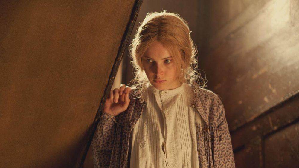 Felicity Jones nei panni di Nelly Ternan, amante di Charles Dickens, in The Invisible Woman