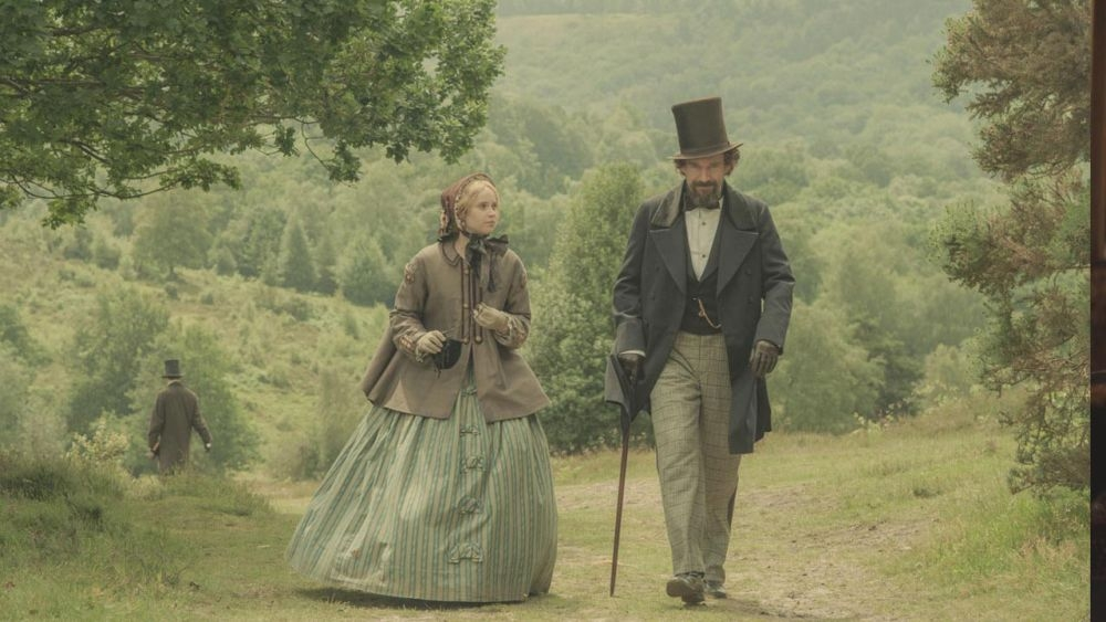 Ralph Fiennes con Felicity Jones in The Invisible Woman