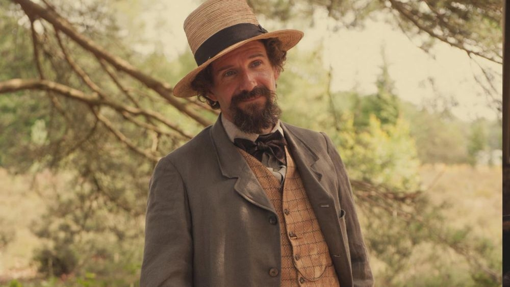 Ralph Fiennes è Charles Dickens in The Invisible Woman