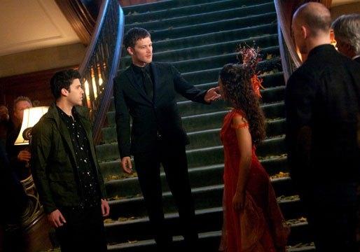 The Originals: Danielle Campbell con Joseph Morgan e Steven Krueger nell'episodio The Big Uneasy