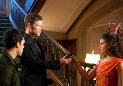 The Originals: Joseph Morgan e Danielle Campbell nell'episodio The Big Uneasy