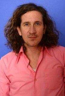 Una foto di Ian Brennan