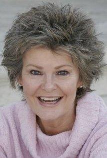 Una foto di Joan Roberts