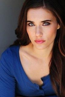 Una foto di Alix Angelis