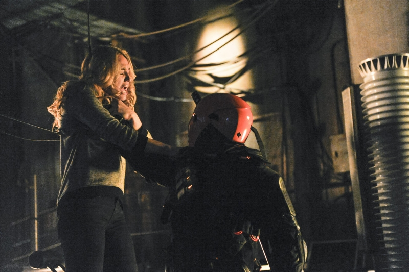 Arrow: Caity Lotz nell'episodio The Man Under the Hood