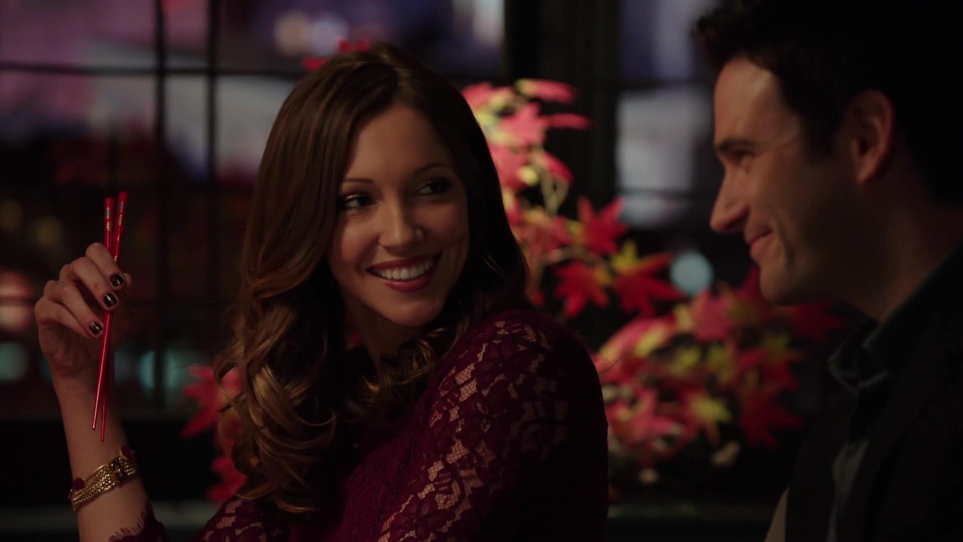 Arrow: Colin Donnell e Katie Cassidy in una scena dell'episodio La prova, prima stagione