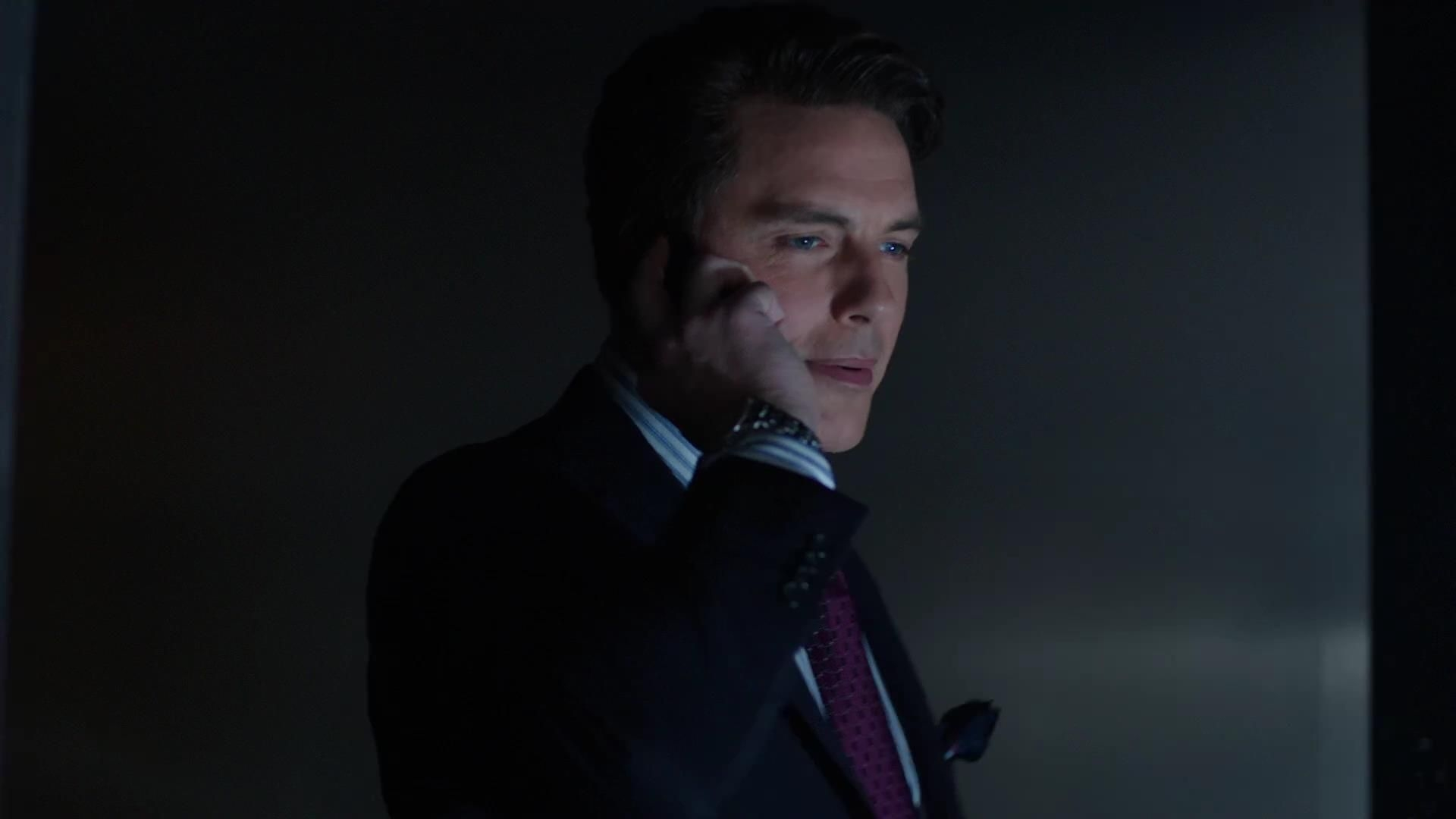 Arrow: John Barrowman in una scena dell'episodio La prova, prima stagione