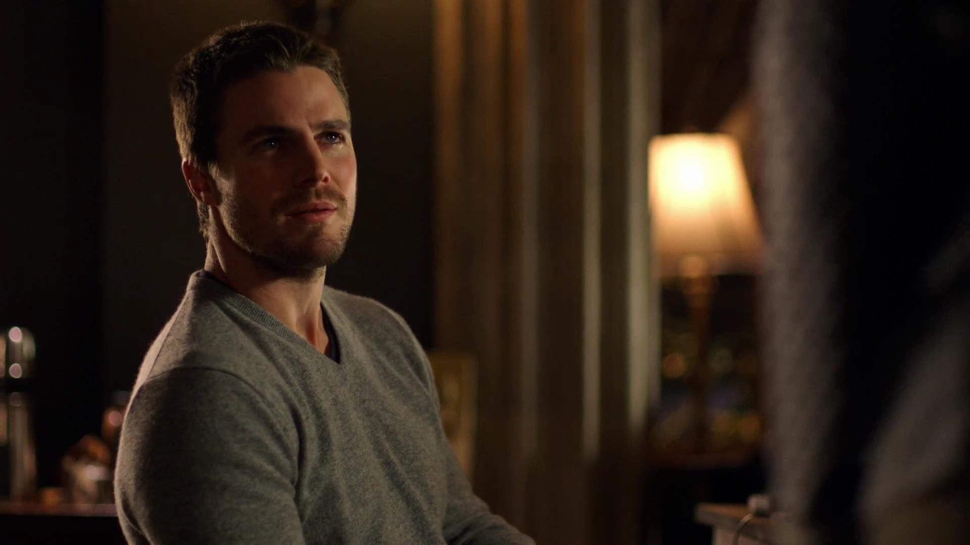 Arrow: Stephen Amell in una scena dell'episodio La prova, della prima stagione