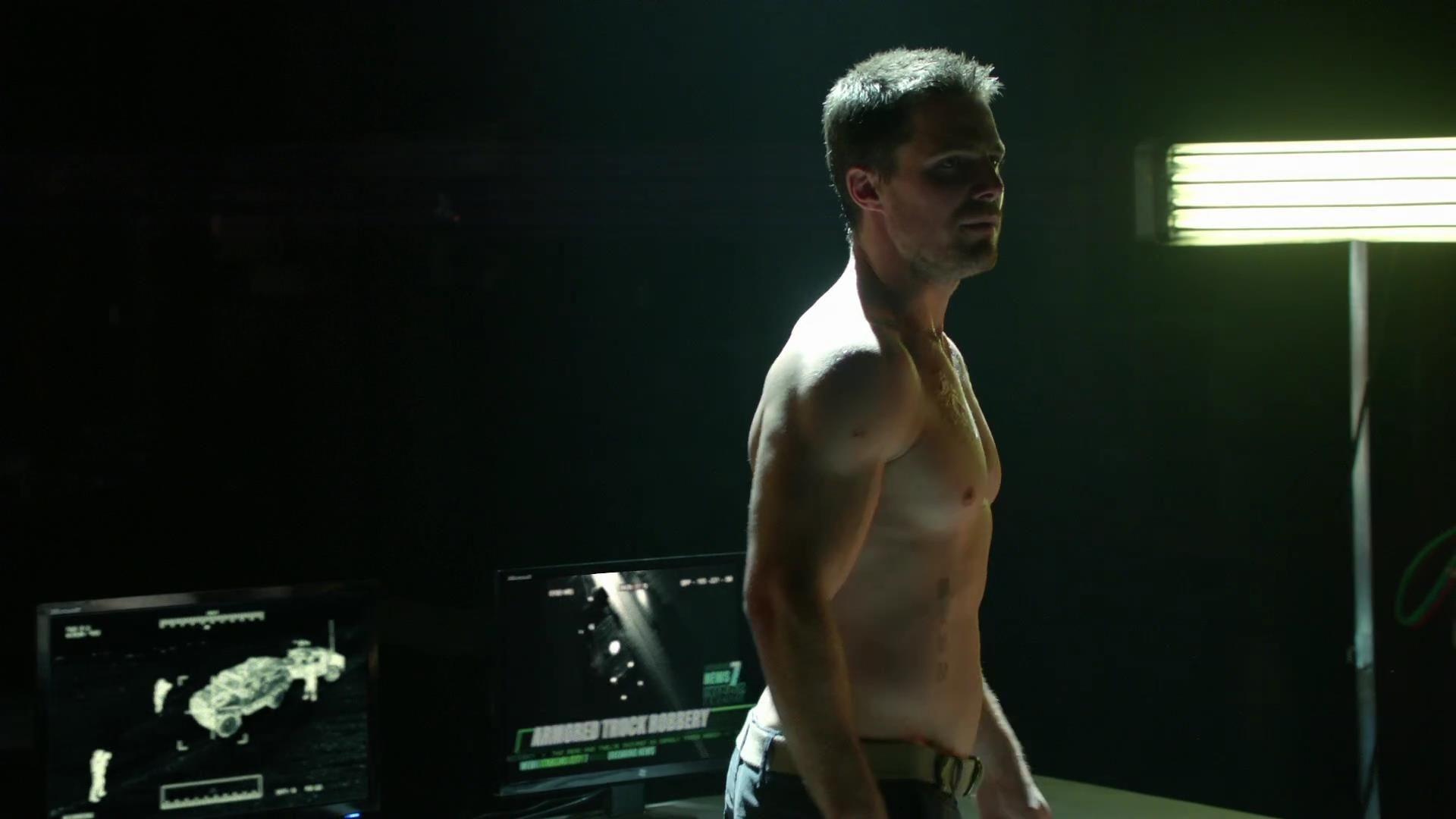 Arrow: Stephen Amell nell'episodio La prova, prima stagione