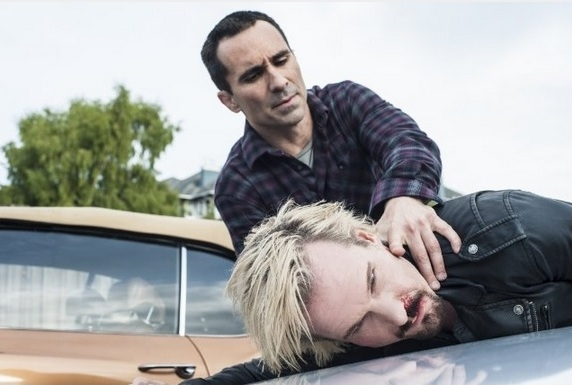 Bates Motel: Nestor Carbonell, Michael Eklund in una scena dell'episodio The Escape Artist