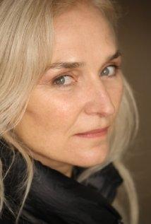 Una foto di Olwen Fouere