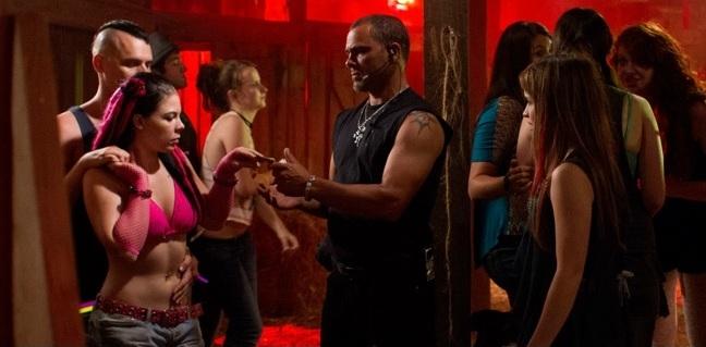 Banshee: un momento dell'episodio The Rave, della prima stagione