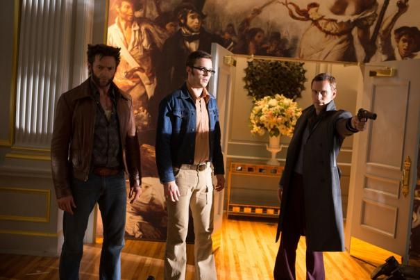 X-Men: Giorni di un futuro passato - Michael Fassbender, Hugh Jackman e Nicholas Hoult in una scena corale