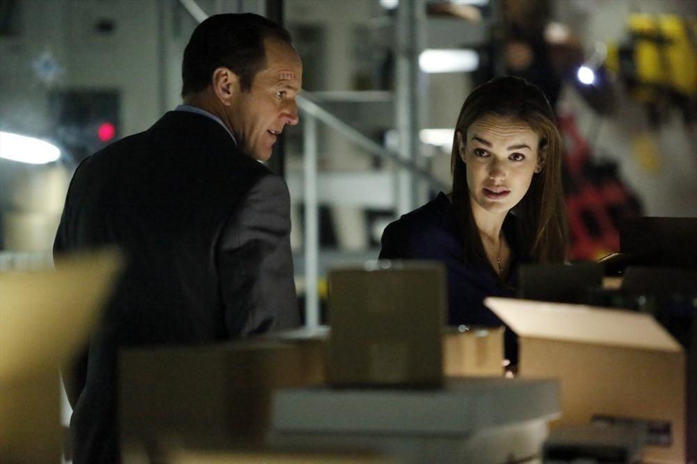 Agents of S.H.I.E.L.D.: Clark Gregg e Elizabeth Henstridge nell'episodio Providence, della prima stagione