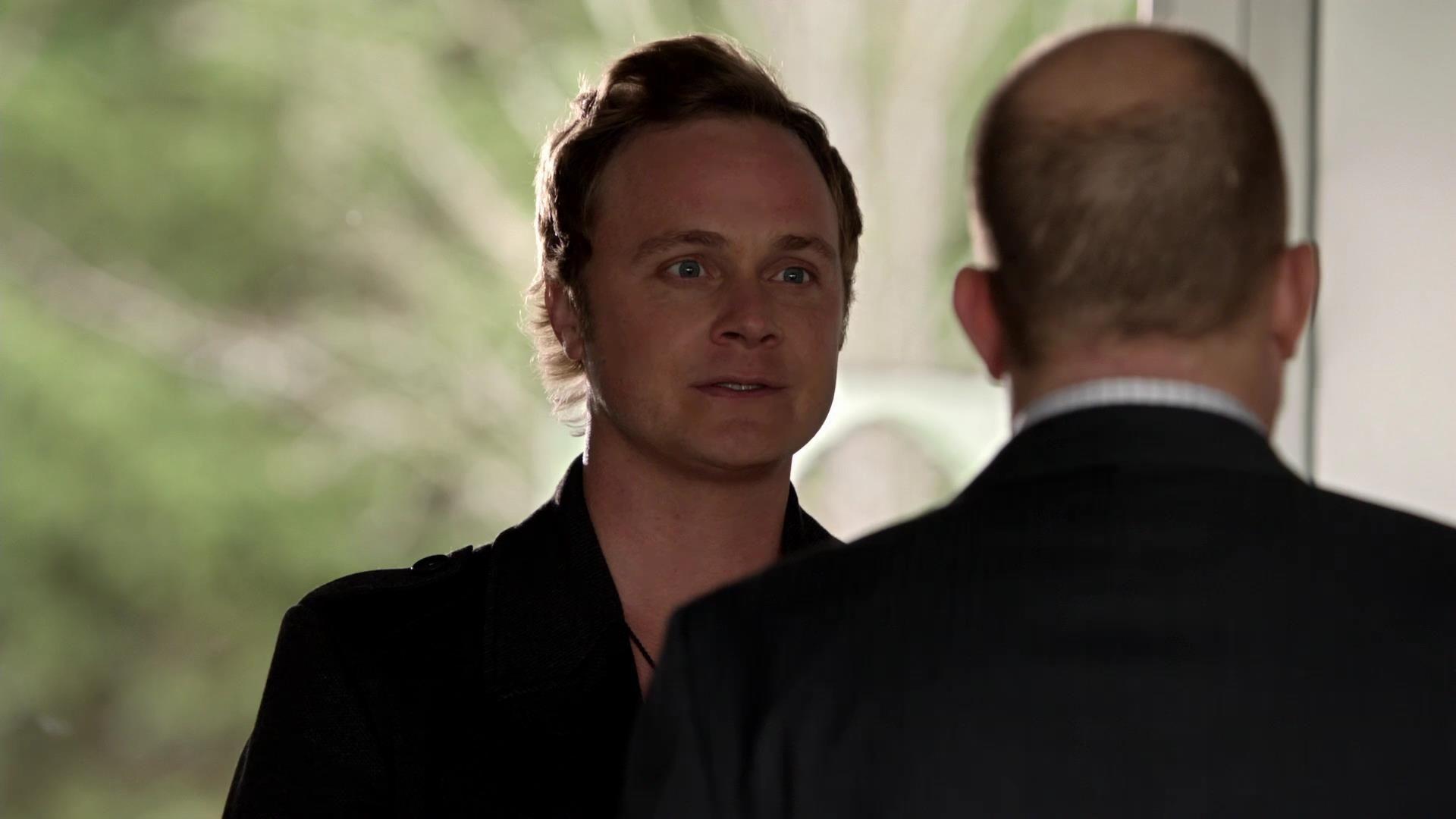 Arrow: David Anders nell'episodio Tradimento