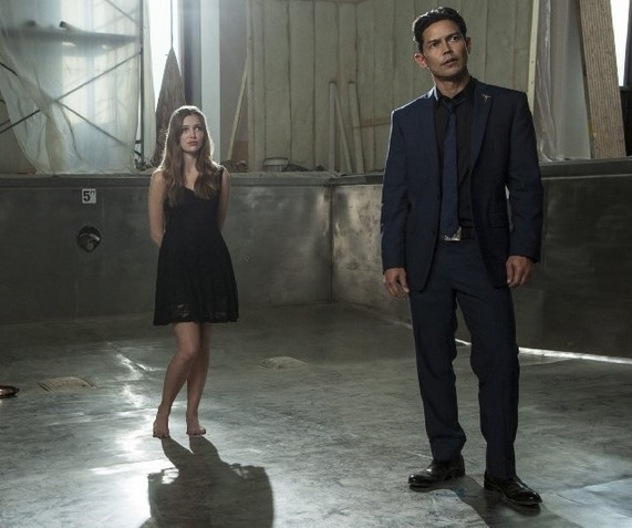 Banshee: Anthony Ruivivar e Lili Simmons nell'episodio The Thunder Man