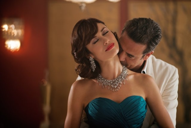 Magic City: Jeffrey Dean Morgan ed Olga Kurylenko in foto di scena