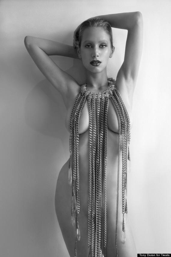 Dylan Penn nuda per il magazine Treats - foto di Tony Duran