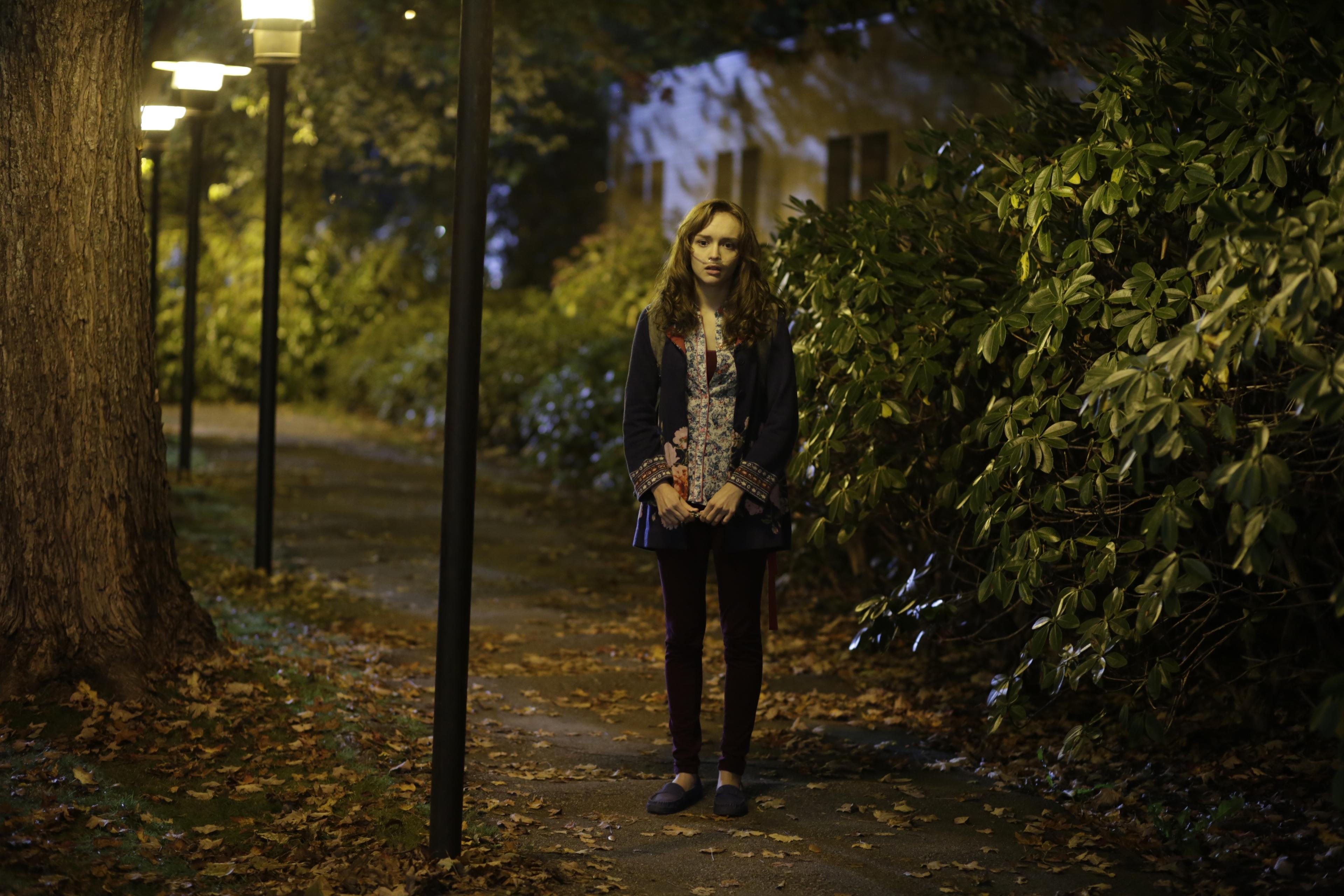 Bates Motel: Olivia Cooke in una scena dell'episodio Presumed Innocent, della seconda stagione
