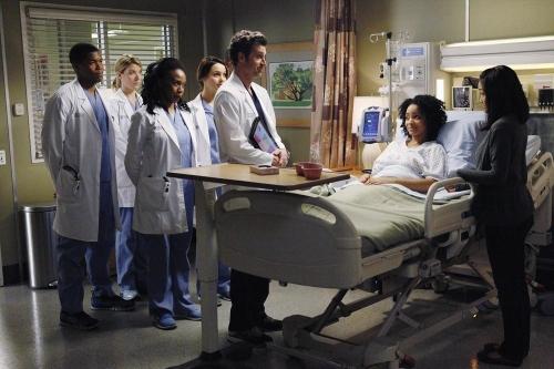 Grey's Anatomy: Patrick Dempsey in una scena dell'episodio Go It Alone, decima stagione