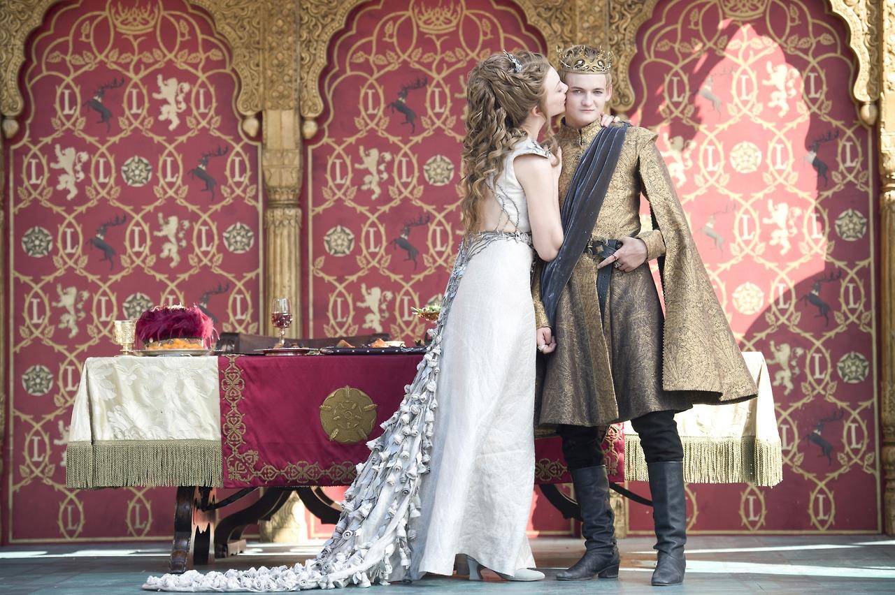Il trono di spade: Jack Gleeson insieme a Natalie Dormer nell'episodio The Lion and the Rose