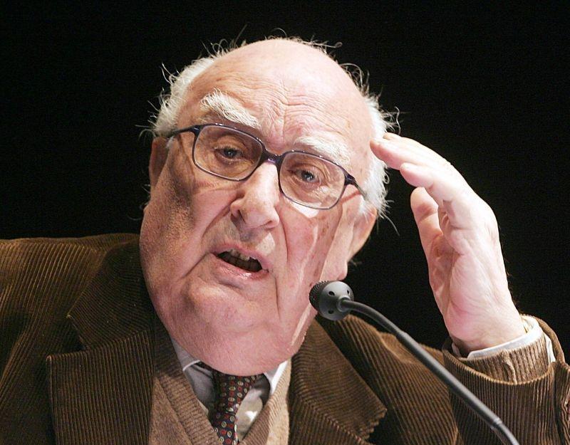 Lo scrittore Andrea Camilleri in una foto promozionale