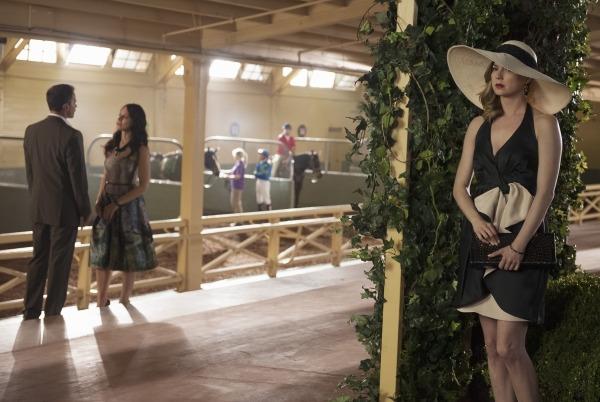 Revenge: Emily VanCamp e Madeleine Stowe nell'episodio Allegiance, della terza stagione